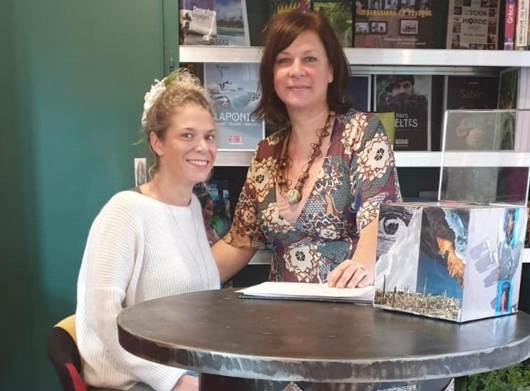 """Christelle Quinaud, gérante de Graines de Voyages, a ouvert, en novembre dernier, un corner voyage à Dreux, au sein du nouveau concept store """"La famille"""". Elle sera accompagnée de Caroline Lecercle, professeur de yoga et auteur du blog """"Le monde dans ma valise"""" - DR : Graines de Voyages"""