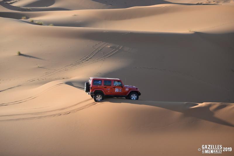 La Team 137 dans les dunes ! - Photo Gazelles & Men Rally