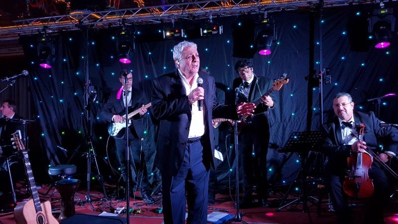 Enrico Macias sur scène - Photo CE