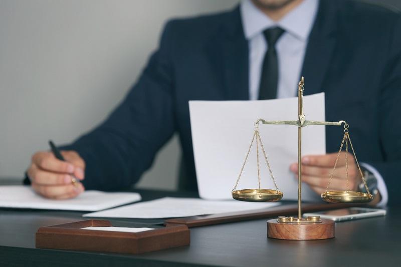 Quelles sont les règles en cas de licenciement suite à une procédure de liquidation judiciaire ? - Depositphotos