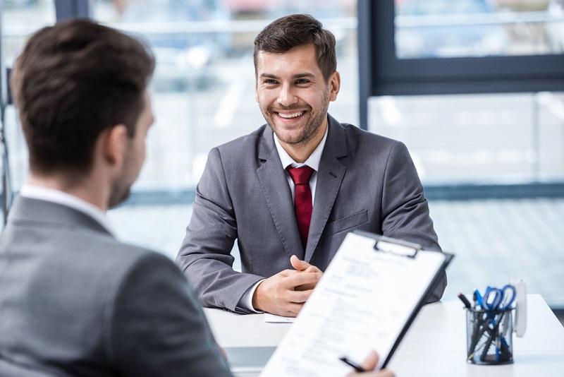 L'entretien annuel d'évaluation s'avère très utile, ne serait-ce que parce qu'il représente un temps consacré aux collaborateurs, preuve qu'on se soucie d'eux et de leurs attentes. - Depositphotos