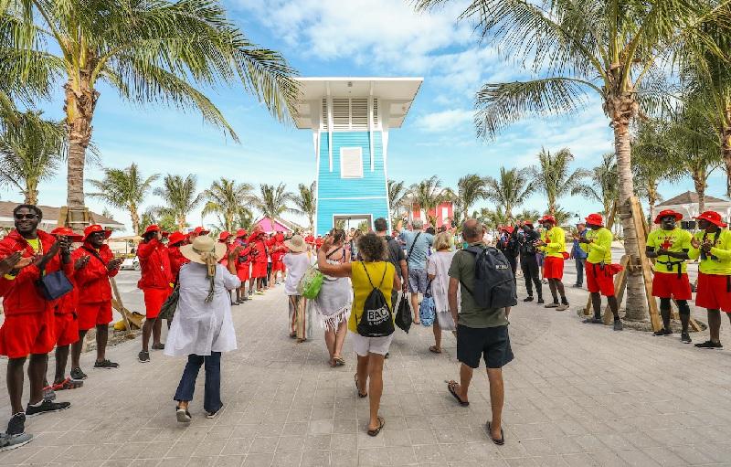Depuis les premières heures du jour et jusque tard dans la nuit, les croisiéristes peuvent profiter de leur journée à leur guise sur Ocean Cay - DR : MSC Croisières