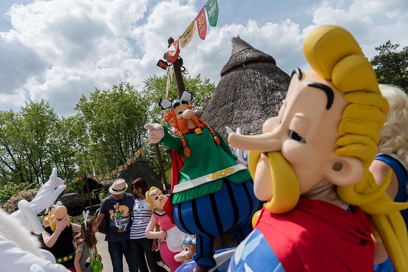 La Compagnie des Alpes a connu un 4e trimestre particulièrement dynamique soutenu par l'augmentation de la capacité hôtelière du Parc Astérix, l'ouverture de l'Aquapark de Bellewaerde et l'inauguration d'un grand nombre de nouvelles attractions - DR : Facebook Parc Astérix