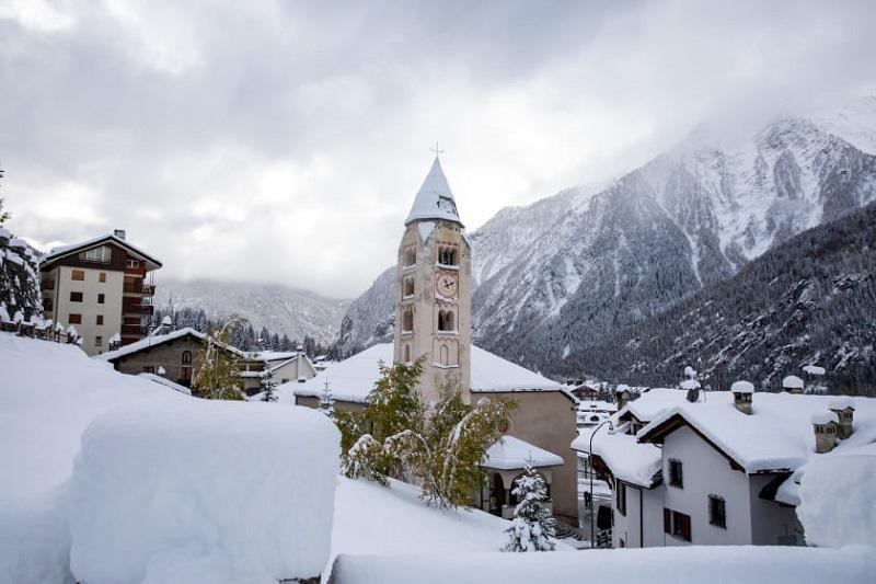 Située au coeur des Alpes à 1224 m d'altitude, au nord-ouest de la vallée d'Aoste, la station italienne mondaine et typique de Courmayeur s'étale au pied du Mont Blanc - DR : Facebook Courmayeur Mont Blanc