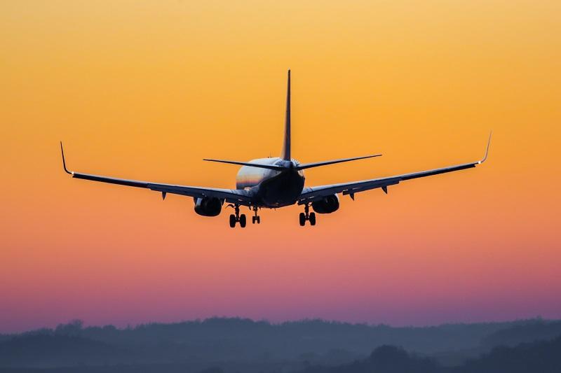 Tendance en France : Les tarifs vers des destinations en Europe devraient baisser, car de plus en plus de voyageurs d'affaires optent pour des transporteurs low-cost ou prennent le train - Depositphotos.com adameq2