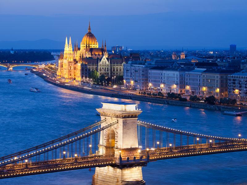 Pont des Chaînes et Parlement à Budapest - DR Adobe Stock.Artur Bogacki