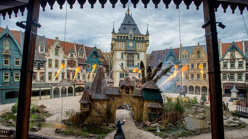 Inspiré d'une histoire hollandaise, le spectacle «Raveleijn» relate l'histoire de 5 enfants qui se transforment par enchantement en chevaliers au courage hors normes pour affronter le cruel Olaf et libérer la cité médiévale de Ravelejin - DR