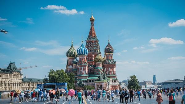 Touristes en Russie - Adobe Stock