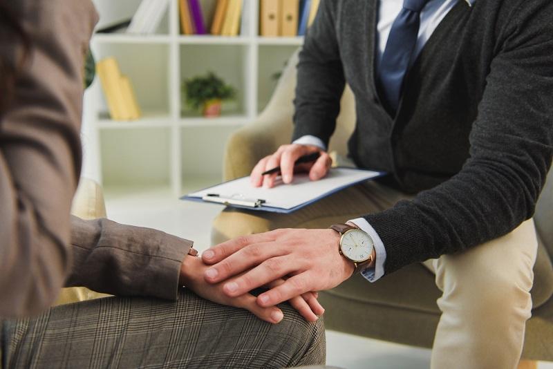 Les entreprises sont ainsi invitées à intégrer la maladie dans leurs entreprises pour et avec leurs salariés. Concilier ces deux antagonismes, maladie et travail, est en effet source de création de valeurs humaine et économique - Depositphotos.com VitalikRadko