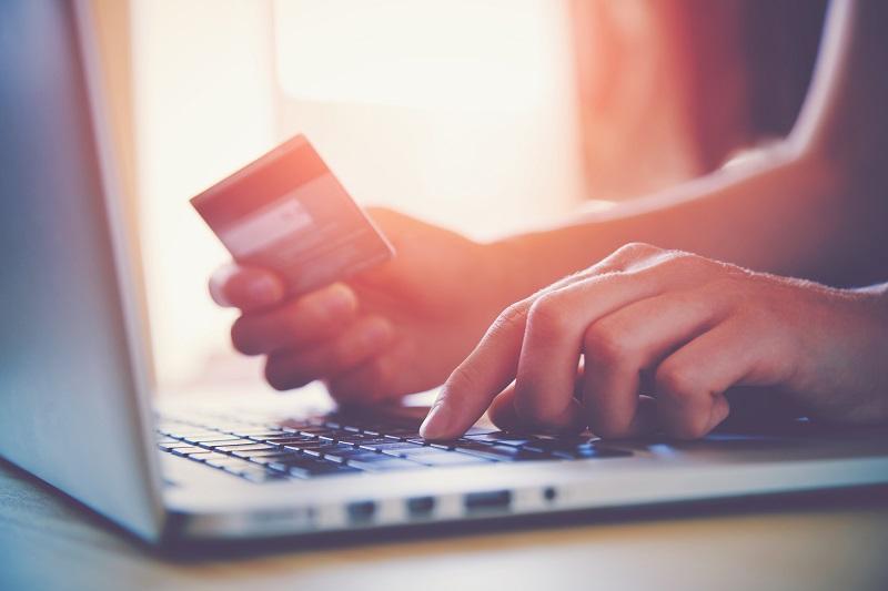 Pour la 1ère fois le poids du e-commerce en France a dépassé les 100 milliards d'euros - crédit photo : Depositphotos @dedivan1923
