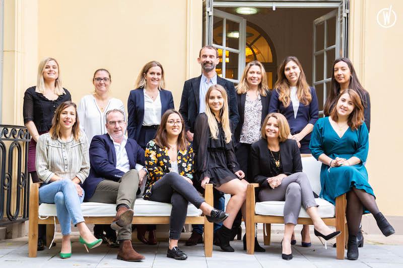 Frédéric Savoyen, fondateur d'Eluxtravel, avec ses équipes du siège en octobre 2019. - DR : Eluxtravel
