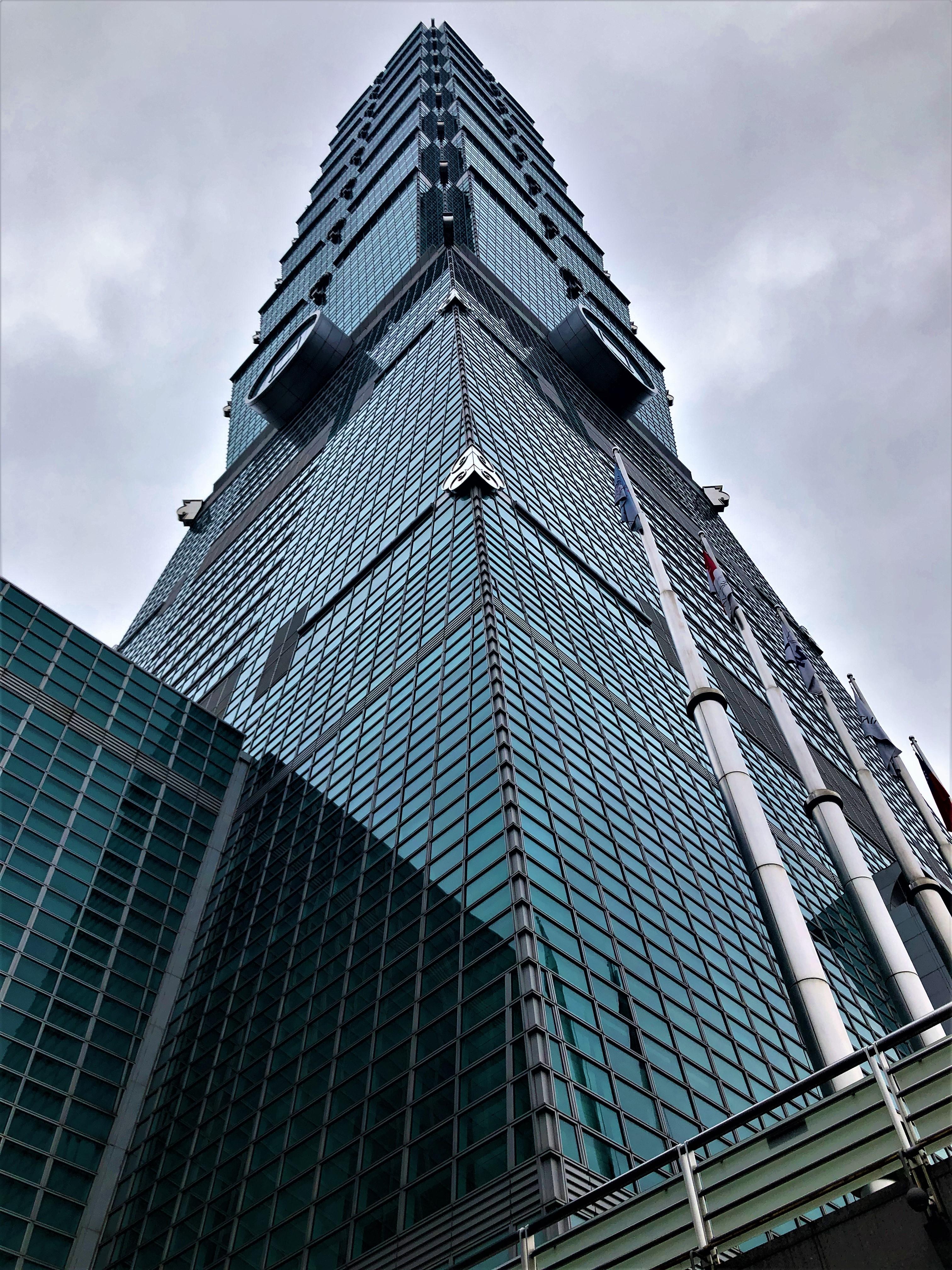 Avec ses 509,2 m de haut, la Tour 101 était le plus grand gratte-ciel au monde jusqu'en 2010, date à laquelle il a été détrôné par Burj Khalifa (Dubaï), avec ses 828 m /crédit photo JDL