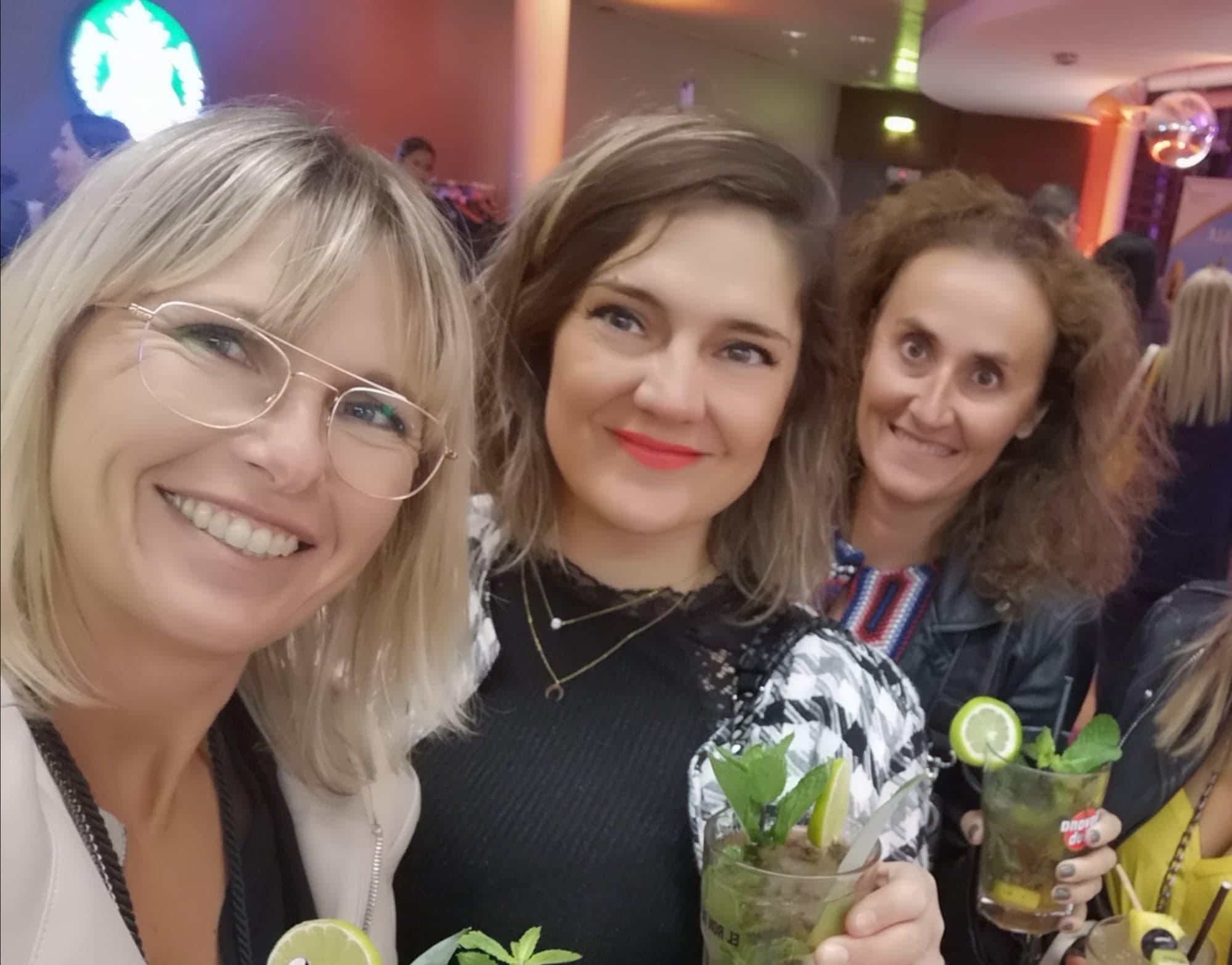 Ingrid Lexa et ses collaboratrices Marie et Laure lors d'une soirée à l'aéroport de Marseille - Provence - Facebook