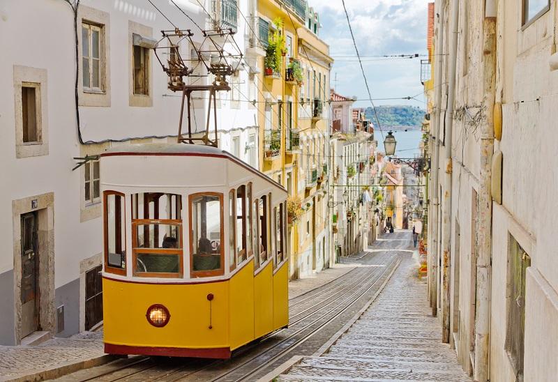Du côté de Lisbonne, le coronavirus a aussi pas mal chamboulé la vie des entreprises du tourisme - Crédit photo : Depositphotos @mlehmann