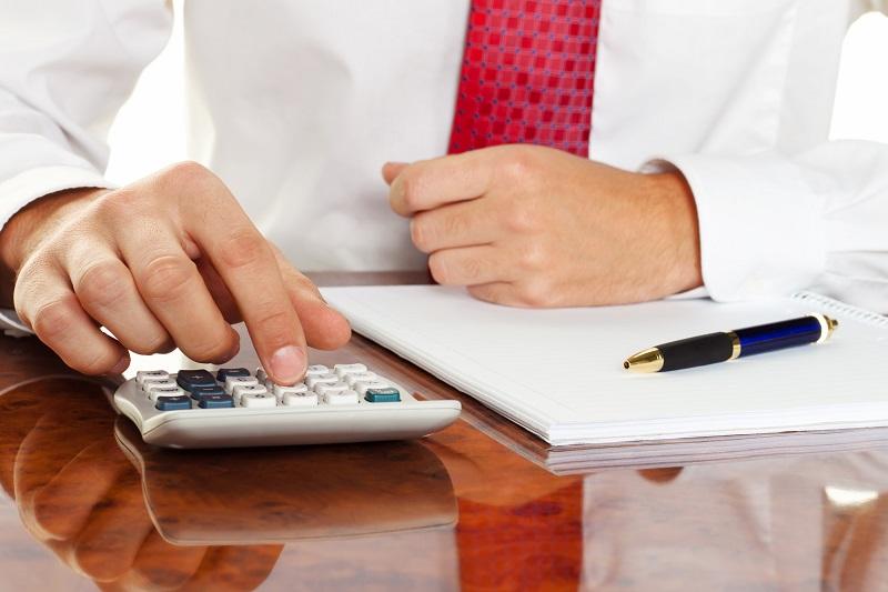 Nos TPE du tourisme, très impactées, peuvent donc directement demander au service des impôts le report sans pénalité du règlement de leurs prochaines échéances d'impôts directs CAD : Les acomptes d'impôt sur les sociétés, taxe sur les salaires, CFE (Cotisation foncière des entreprises), CVAE (Cotisation sur la valeur ajoutée des entreprises)... - Depositphotos.comginasanders