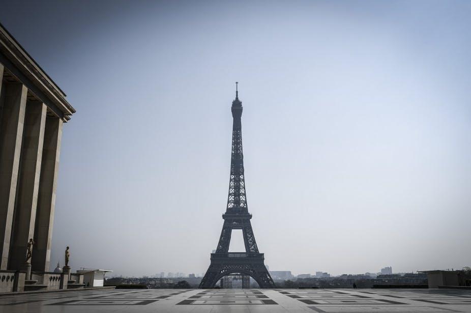 L'esplanade du Trocadéro déserte. Photo prise le 28 mars 2020, au douzième jour du confinement en France. Stéphane de Sakutin / AFP