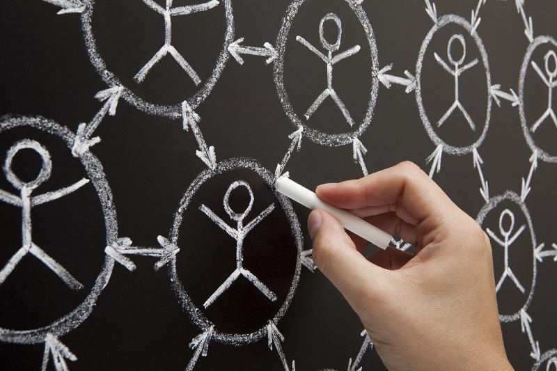 Le réseautage est un « art » que l'on se doit d'acquérir dès que l'on aborde le marché du travail - Depositphotos.com ivelin