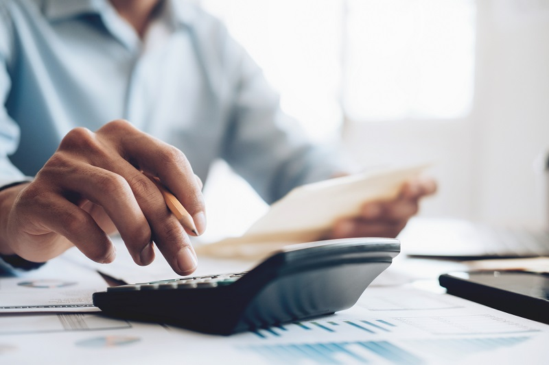 Pour les entreprises ayant une baisse de leur chiffre d'affaires liée à la crise de Covid-19, il est possible, à titre exceptionnel et pour la durée du confinement, de verser un acompte forfaitaire de TVA - Depositphotos.com ijeab