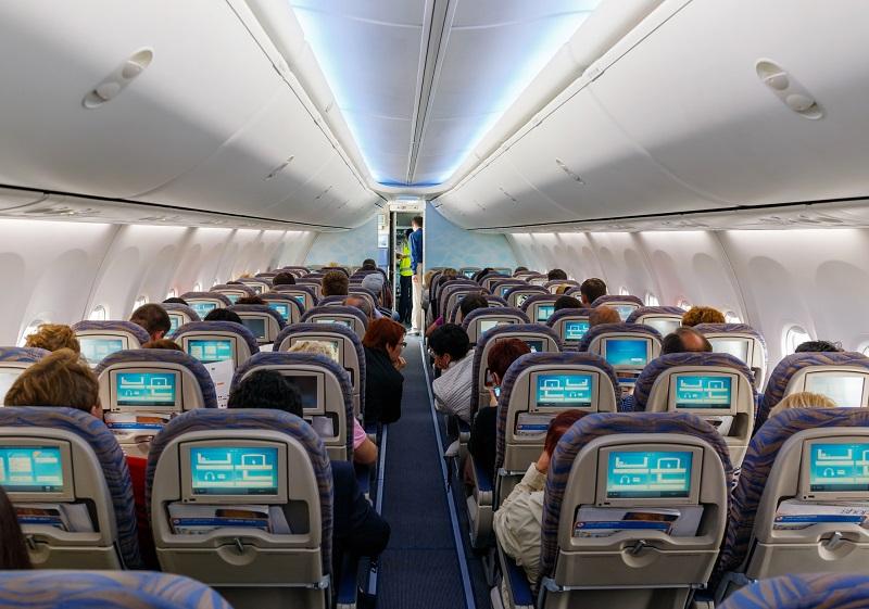 Comment résoudre l'équation de la distanciation sociale à bord des avions et la rentabilité des compagnies aériennes ? - Photo Depositphotos.com Olenka-2008