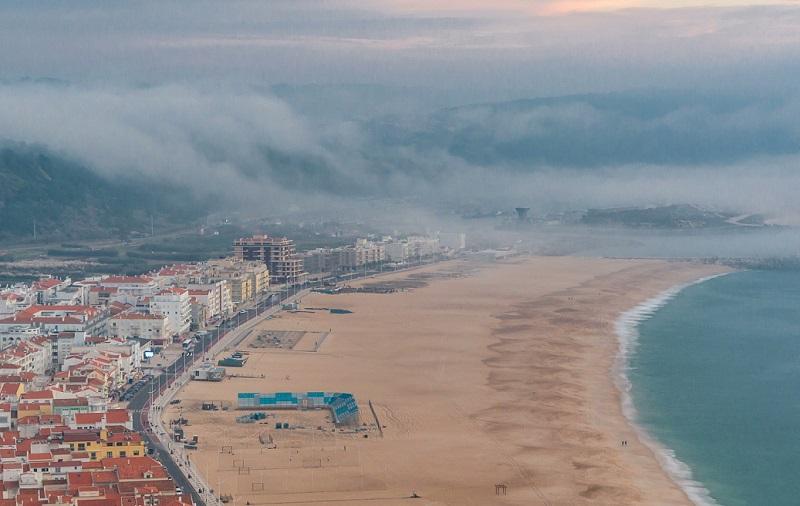 Après les annonces du Premier ministre, le brouillard peine à se lever au-dessus des têtes des acteurs du tourisme - DR : Depositphotos @neiezhmakov