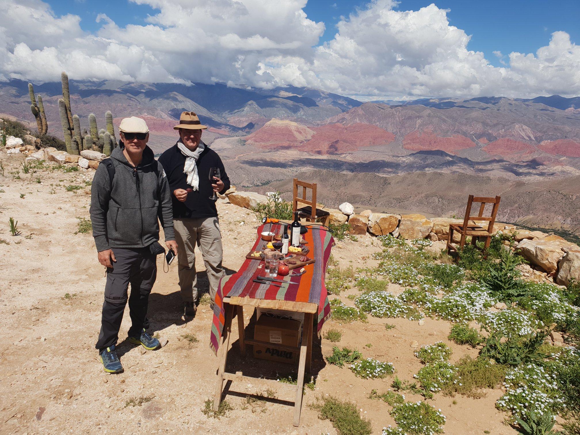 Apéritif à 4000m, vue sur la quebrada d'Humahuaca (Nord ouest argentin)-DR agence Tour F