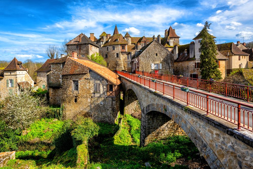 Carennac, ça vois dit ? La vieille ville médiévale, (Lot), est l'un des Plus beaux villages de France /crédit DepositPhoto