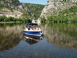 Balade en bateau électrique à Montmeyan / DR Location Nautic