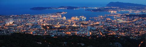 Toulon et sa célèbre rade. Crédit Visit Var.