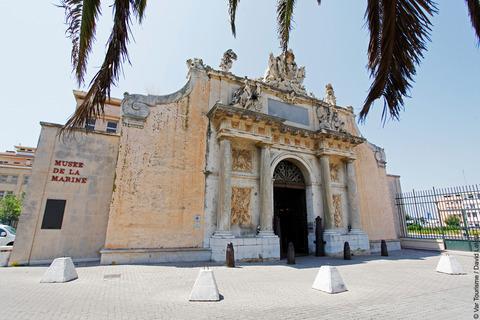 Entrée du musée de la Marine à Toulon. VisitVar.