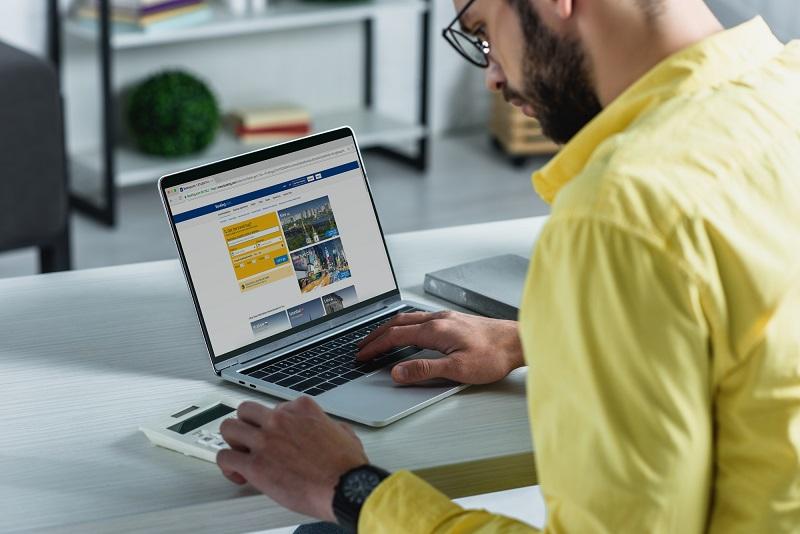 Booking.com a signé un partenarait avec TUI pour les visites, les attractions et les expériences - Crédit photo : Depositphotos @EdZbarzhyvetsky