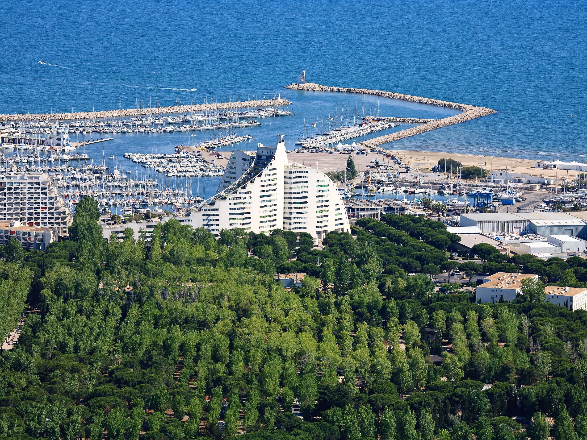 La Grande-Motte la seule ville française labellisée «Patrimoine du XXème siècle» dans son intégralité. C.Baudot. CRT Occitanie.