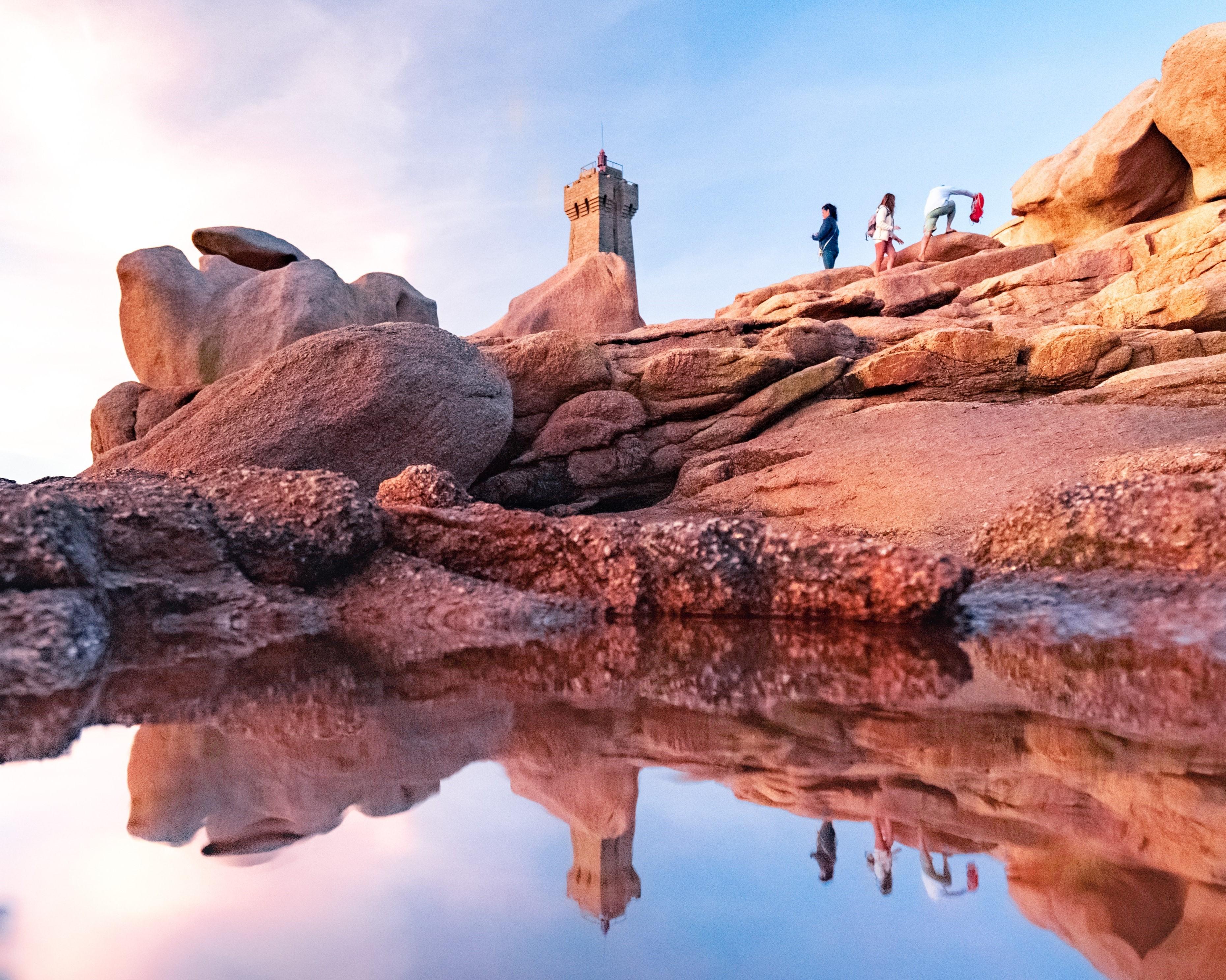 Les étonnants rochers de granit rose autour du phare de Men Ruiz Ploumanaach. Thibault Poriel/SB;