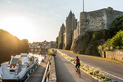 Josselin – à vélo le long du canal © Emmanuel Berthier