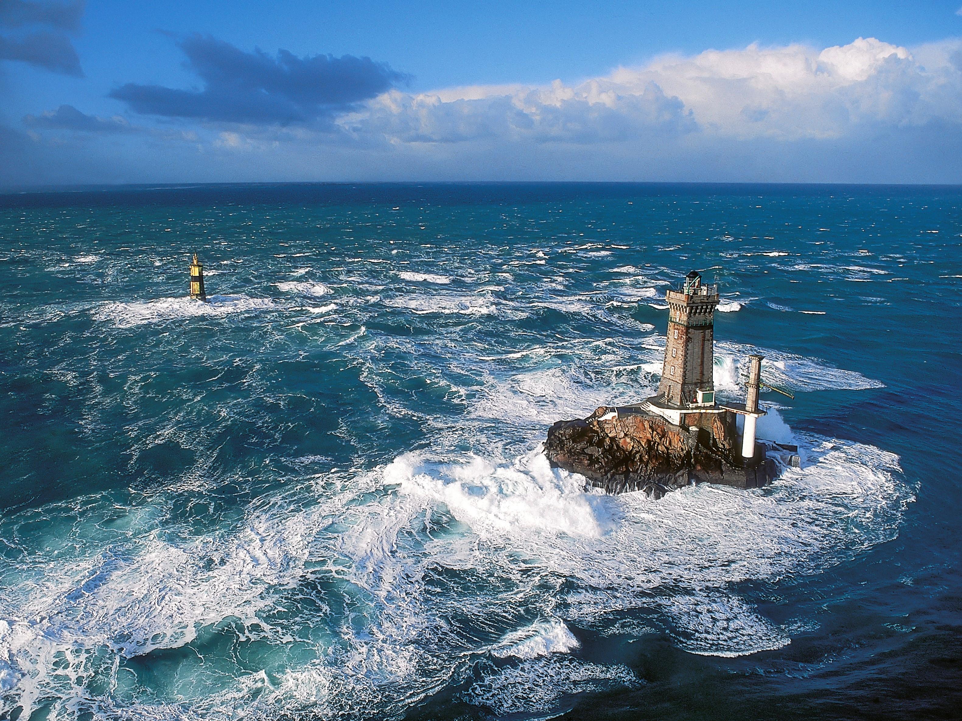 Le phare de la Vieille au large de la Pointe du Raz - DR : Yannick, CRT Bretagne