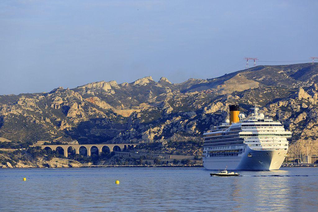 Un des navires de la flotte de Costa Croisières qui arrive à Marseille - Crédit Costa.