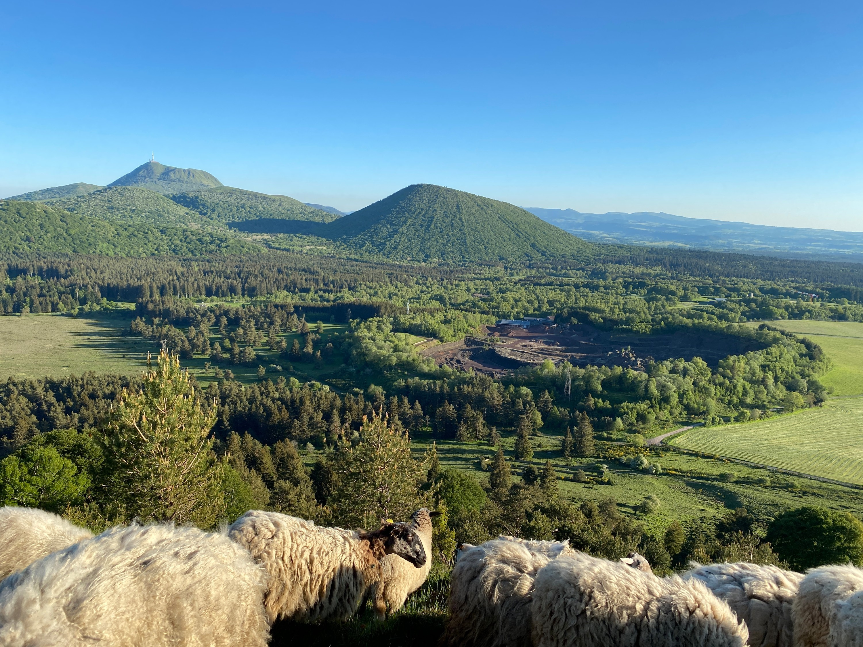 Le volcan de Lemptégy pour découvrir les secrets des cheminées et bombes volcaniques - DR : Faustine Chatard/CRT ARA
