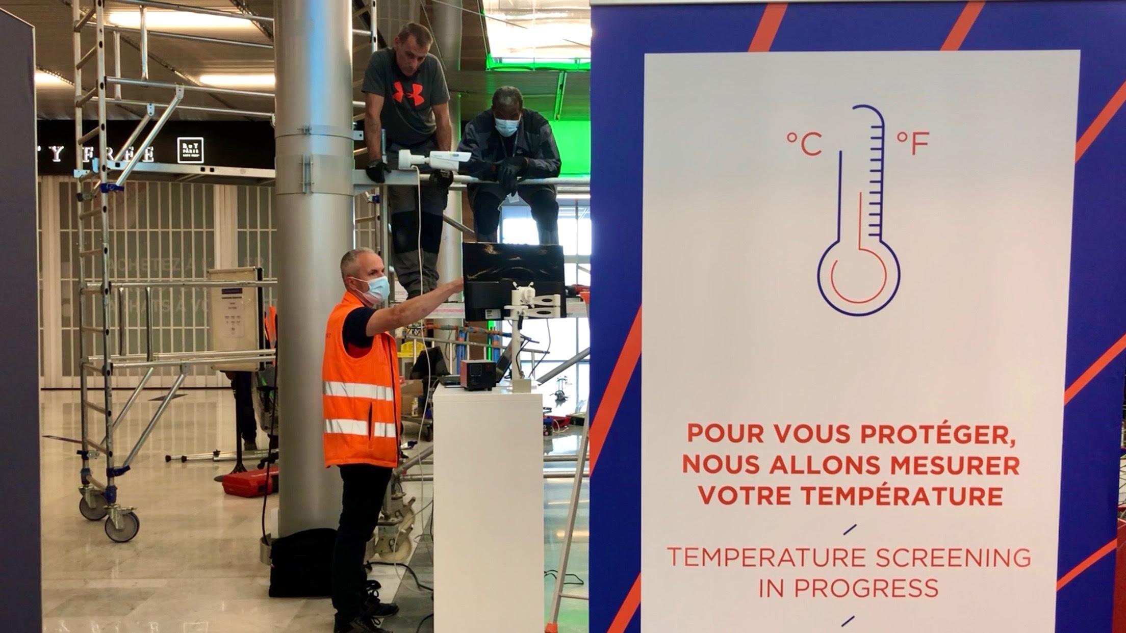 Dispositif modalités de contrôles au départ, déployées par les compagnies aériennes : la prise de température à l'embarquement /crédit Adp