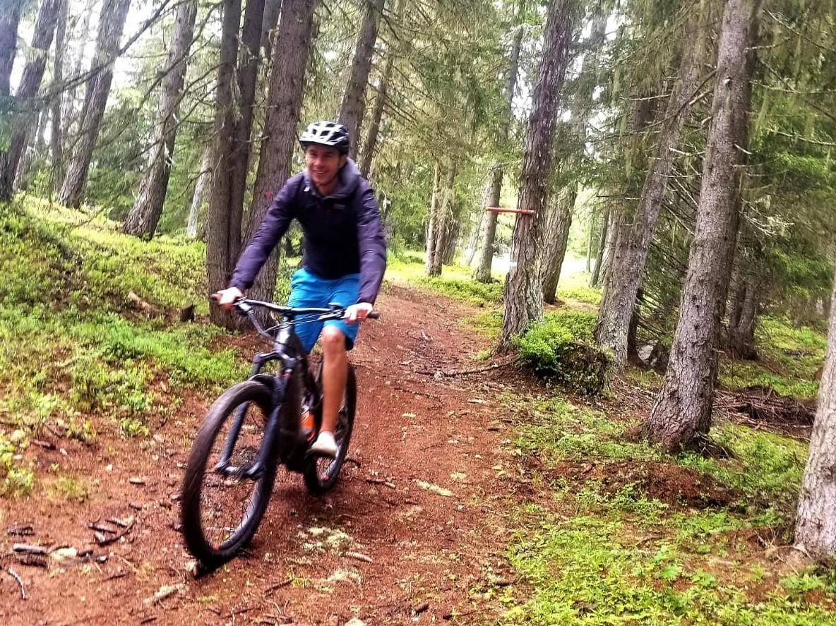 Le vélo électrique et l'appli My Club Med Guide sont vraiment les innovations qui transforment l'expérience des vacances de la montagne en été. /crédit CM