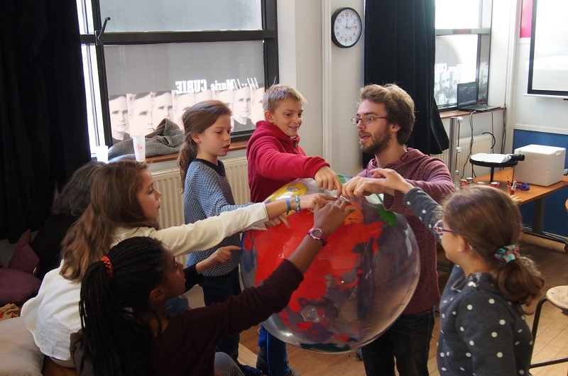 Les visites guidées sont ponctuées de jeux de piste, de petites histoires qui font aimer et retenir la Grande, d'ateliers scientifiques ou encore d'initiation à l'art - DR : Ludo & Sophie