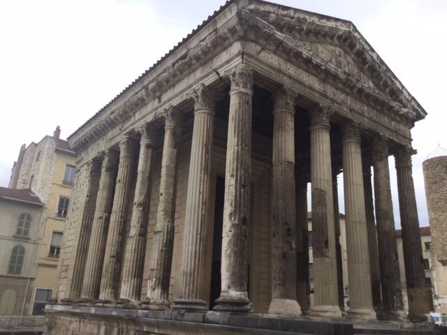 Le temple d'Auguste, au cœur de la ville - DR : J.-P.C.