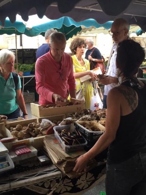 Philippe Girardon, chef étoilé, fait son marché, chaque samedi - DR : J.-P.C.