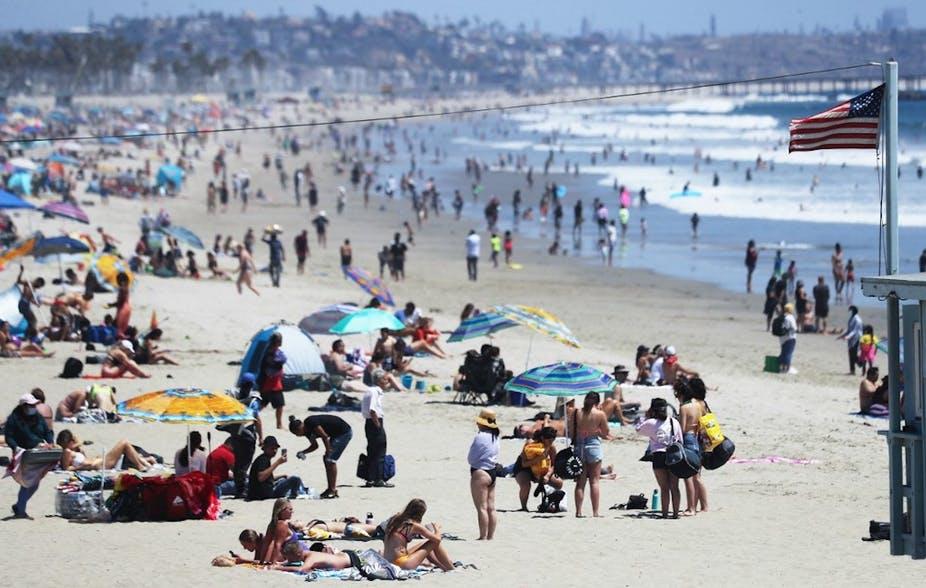 Le nombre de nouveaux cas de Covid-19 est en rapide augmentation dans de nombreux États américains, y compris en Californie (ici la plage de Santa Monica le 2 juillet dernier). Mario Tama/Getty Images North America/Getty Images via AFP