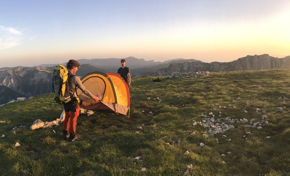Deux microaventuriers au sommet du Mont Aiguille, en juin 2019. Hélène Michel, Author provided