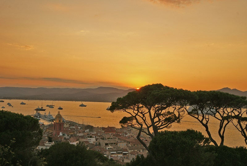 Assister au coucher de soleil depuis la citadelle : un point de vue magique ! - DR : Jean-Louis Chaix, Ville de Saint-Tropez