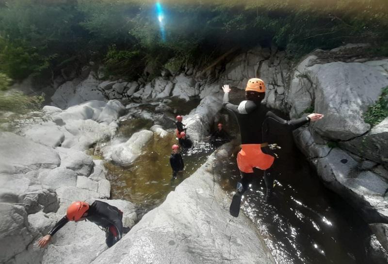 Du canyoning dans le Sud de la France - DR : Simon Hardy