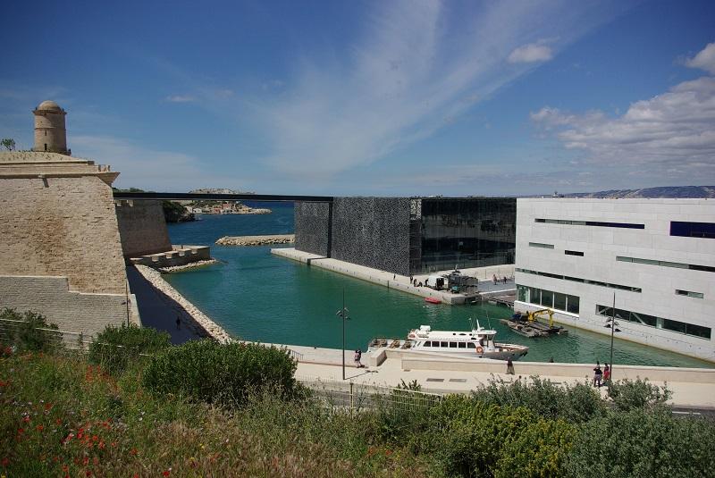Le quartier du Panier s'ouvre sur la mer et sur la célèbre résille du MuCEM - DR : J.-F.R.