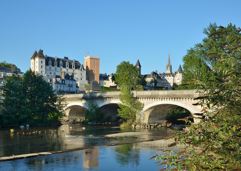 Pour les touristes loisirs et business, Pau dispose d'un bon parc hôtelier - ville de thermes oblige - DR : DepositPhotos, olegmit