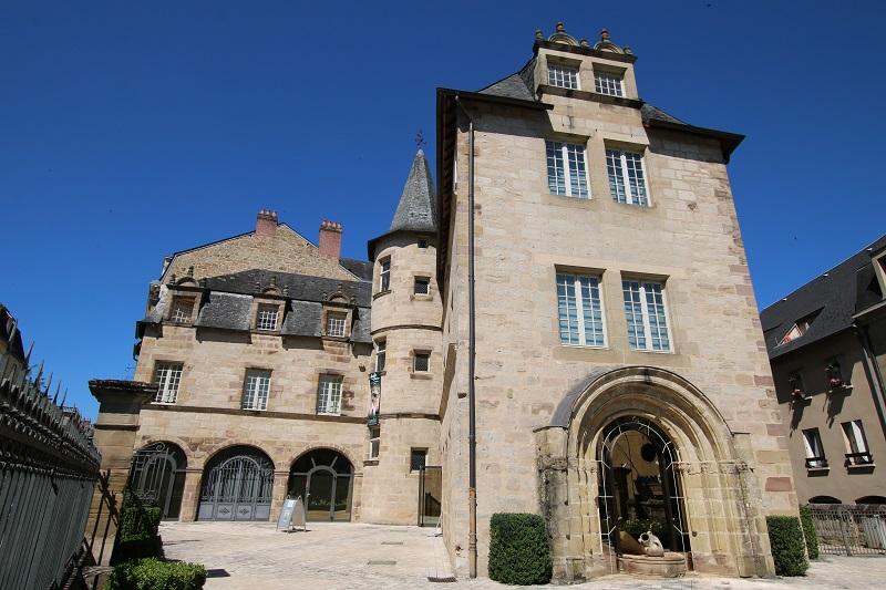 Avec l'hôtel de ville, les deux plus beaux édifices de Brive sont le musée Labenche et la Maison Cavaignac (sur la photo) - DR : J.-F.R.