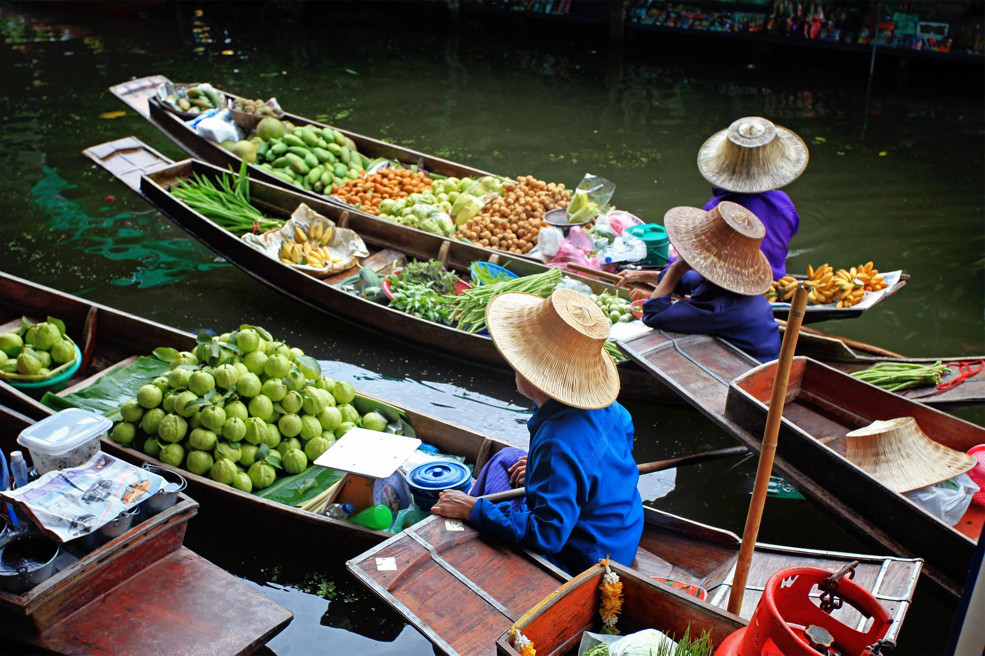 Marché flottant à Bangkok /crédit DepositPhoto