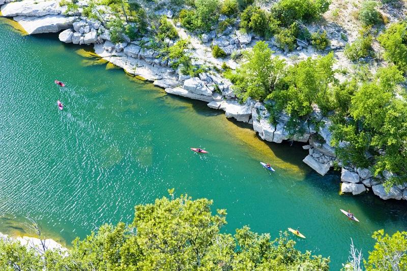 La saison estivale 2020 a été marquée par la bonne fréquentation des activités sportives et de loisirs et des activités de plein air en général (vélo, canoë, batellerie, randonnée, découverte de la nature…) -  Depositphotos.fr